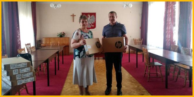 Obrazek wyróżniający - Kolejne laptopy trafiły do uczniów z naszej gminy